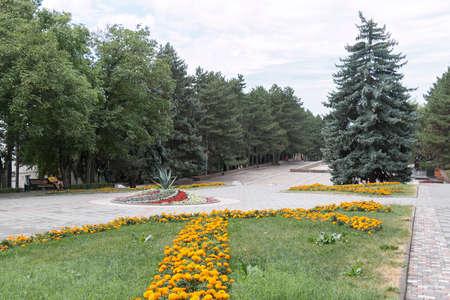 pyatigorsk: PYATIGORSK, RUSSIA - 11 ago 2014: Il vicolo di Piazza Lenin in Pyatigorsk in mattinata Editoriali