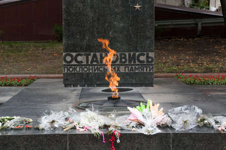 pyatigorsk: PYATIGORSK, RUSSIA - AUGUST 11, 2014: Flowers on Eternal Flame (memorial to the lost heroes of the Second World War) Editorial