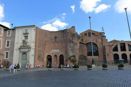 Angeli: Rome, Italy - August 17, 2015: People crossing road near Basilica of Santa Maria degli Angeli e dei Martiri