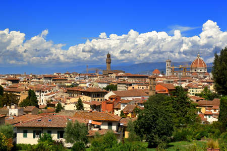 giardino: Florence, Italy - August 19, 2015: Beautiful view on Florence City from the Giardino delle Rose, created by architect Giuseppe Poggi in 1865