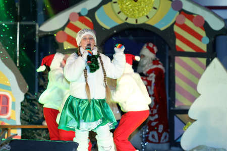 snegurochka: Pyatigorsk, Russia - December 31, 2015: Free for all show in a square near the City Administration building to celebrate New Year. Girl with microphone sings a song on stage