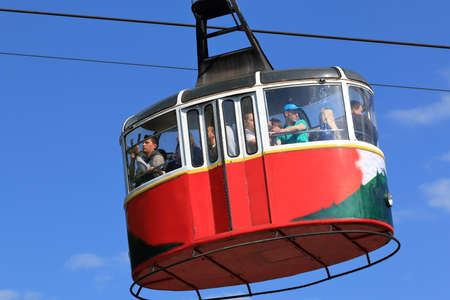 Pyatigorsk, Russia - May 9, 2017: Red cable car with tourists in Pyatigorsk 新聞圖片