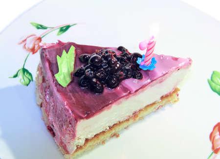fetta di torta su un piatto