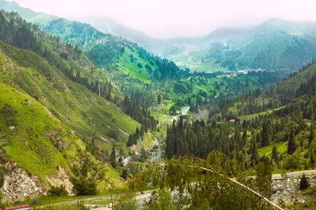 paesaggio di montagna dell'Asia centrale