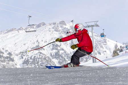 personnes sur la pente de ski