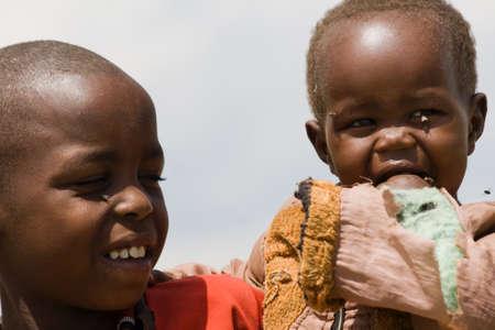 ni�os negros: Retrato de dos ni�os Masai en Masai Mara, Kenia