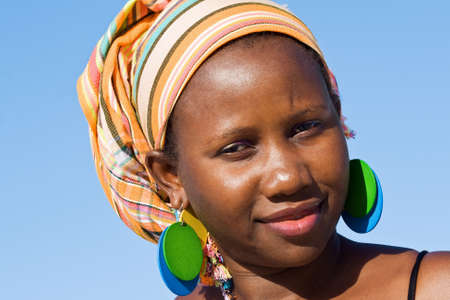 ecoute active: Attractive femme africaine �coute attentive