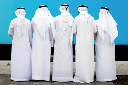 grupo de hombres: Grupo Árabe de personas desconocidas