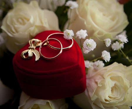 ボックス内の結婚指輪 写真素材