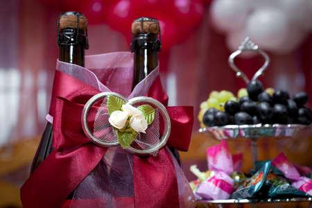 結婚式のテーブル上にワインのボトル 写真素材