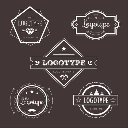 flecha: Resumen de vectores de elementos de diseño de logotipo de la vendimia fijados. Flechas, etiquetas, cintas, símbolos. Ilustración vectorial