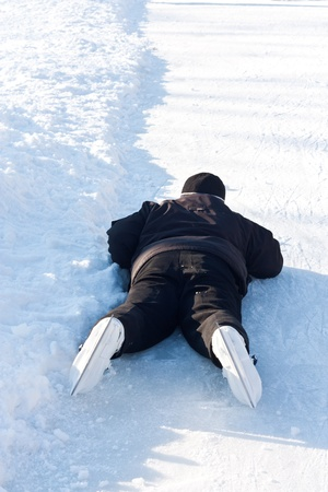 painfully: Guy on skates fell on the ice, painfully