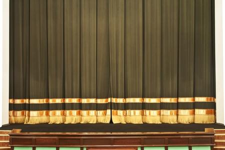 sipario chiuso: Il sipario si chiude sulla scena nel teatro