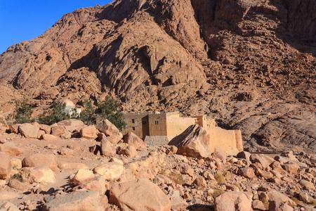 monte sinai: Monasterio, al pie de Monte de Moisés en el Sinaí