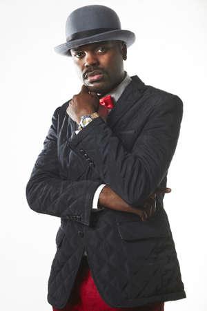 poses de modelos: Retrato de un hombre negro sexy en traje