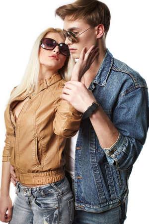 ragazza innamorata: Sexy young couple wearing jeans in the studio