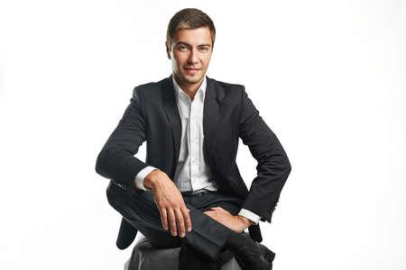 traje formal: joven hombre de negocios la celebraci�n aisladas sobre fondo blanco