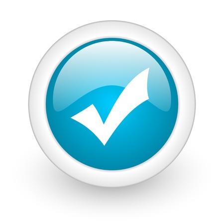 tick: aceptar icono azul brillante c�rculo web sobre fondo blanco Foto de archivo