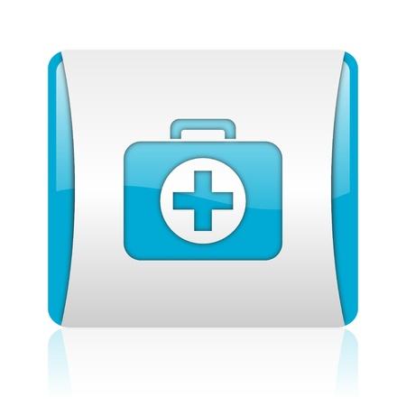 botiquin primeros auxilios: botiqu�n de primeros auxilios y el icono azul blanco brillante web cuadrados Foto de archivo