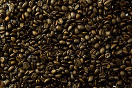 coffee grains: los granos de caf� a granel una luz suave