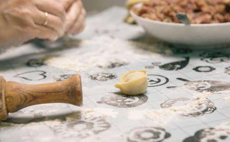 tortellini: prepare home-cooked dumplings on the table, floured
