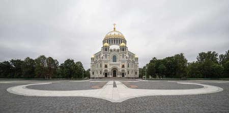 st nicholas cathedral: Kronstadt, Yakornaya square, St. Nicholas Cathedral against the sky Stock Photo