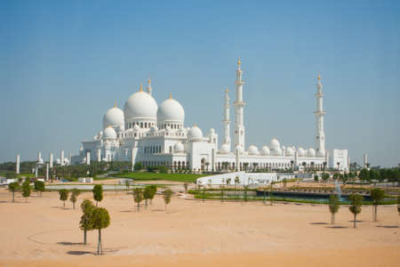 quitab: Domes of Sheikh Zayed mosque in Abu Dhabi. The third biggest mosque in the world. Stock Photo