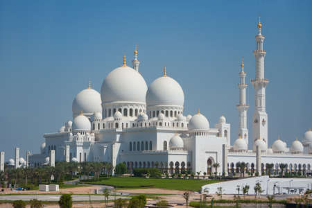 quitab: Domes of Sheikh Zayed mosque in Abu Dhabi  The third biggest mosque in the world