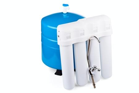 filtraci�n: Sistema de filtraci�n de agua potable, aisladas sobre un fondo blanco