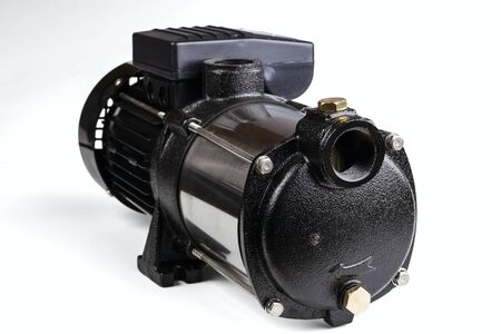 bomba de agua: bomba de agua aisladas sobre fondo blanco