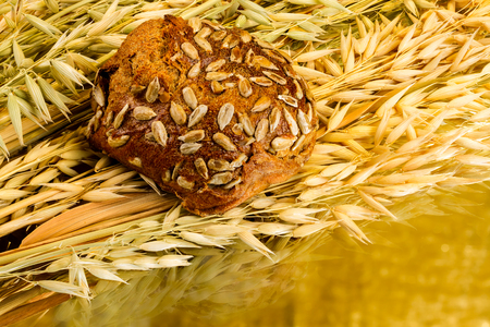 fresh white bread on golden background Фото со стока - 97503866