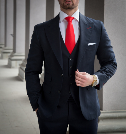 Male model posing in front of grey colums Imagens