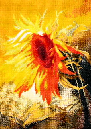 punto de cruz: bordado de girasol por punto de cruz Foto de archivo