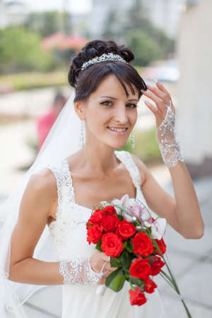 nosegay: Bride in the park. Portrait of attractive young bride with nosegay