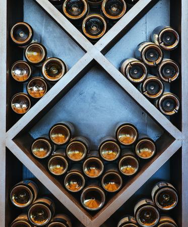 estanterias: estante del vino