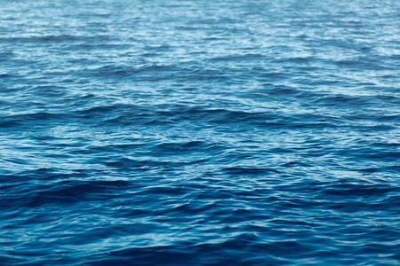 水の背景の水の表面。抽象的な背景。海洋水の表面テクスチャです。深い海の波