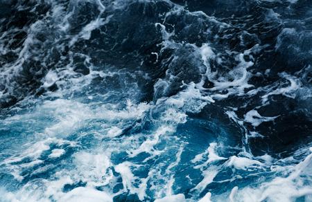 vysoký úhel pohledu: Vlny v oceánu stříkající Waves