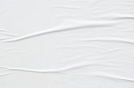 weiße Wellen zerknittertes verwittertes leeres Papier städtischen Plakatplakat