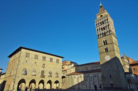 Pistoia, TI - AGOSTO 28 2016 - Vista de la plaza central Foto de archivo - 64794700
