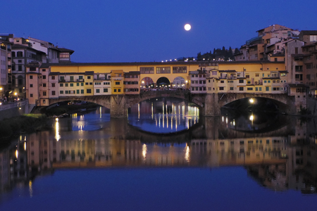 ponte: Florence, Ponte Vecchio by night with full moon