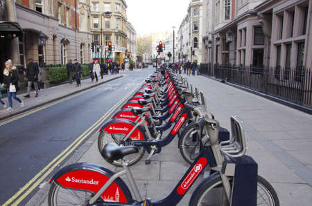 ciclos: LONDON,UK - 01 DEC 2016 - Public cycles on the street of London, an ecologic transport.
