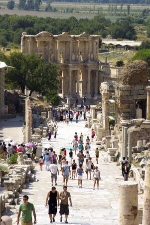 tr: SELCUK,TR - CIRCA AUGUST, 2009 - Tourists visit the ruins of Ephes, a well preserved ancient Roman town in Turkey.