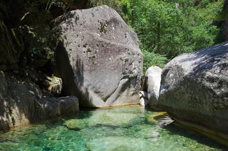Idillyc 滝やエイギールズ ・ デ ・ Bavella の範囲の中で、Purcaraccia 渓谷のプール。