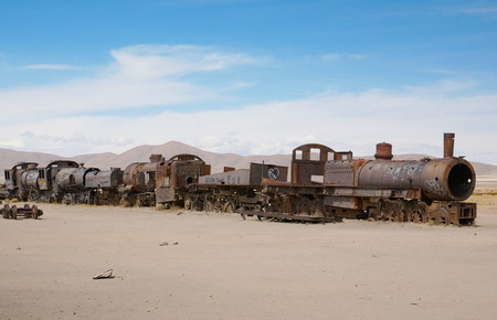 Train cemetary near Uyuni, Bolovia. Andean altiplano of Bolivia, South America Foto de archivo - 117654566