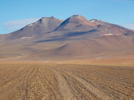 Andean altiplano of Bolivia, South America. Siloli desert is a plateau at 4500m on the sea level Foto de archivo - 117646637