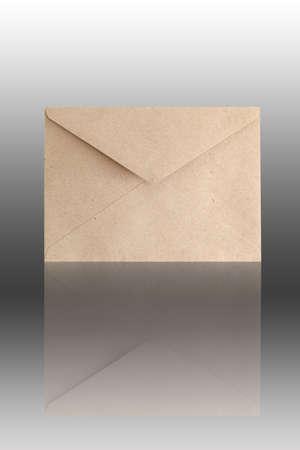 vintage envelope: Marr�n Vintage envolvente Foto de archivo