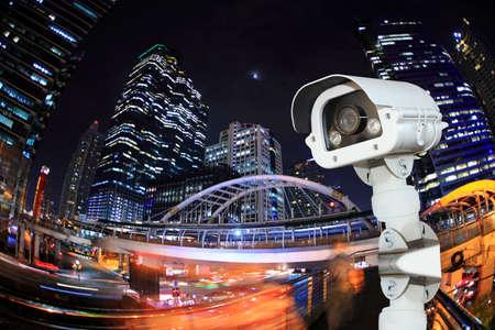 Seguridad cámara detecta el movimiento del tráfico. Rascacielos en la azotea. Foto de archivo - 34062030