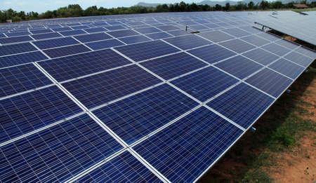 Power plant using renewable solar energy on blue sky cloud with sun. Banque d'images