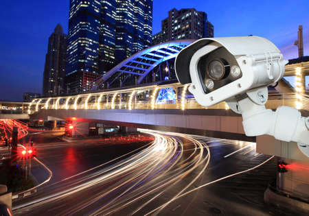 Security camera detects the movement of traffic. Skyscraper rooftop. 版權商用圖片 - 45764951