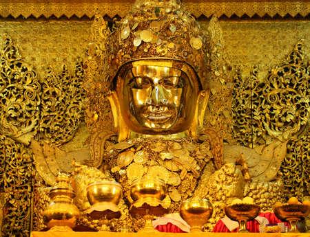 Maha Myat Muni Buddha Image of Mahamuni Buddha Temple in Mandalay, Myanmar. 免版税图像